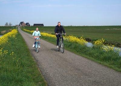 Genieten van de omgeving op de fiets