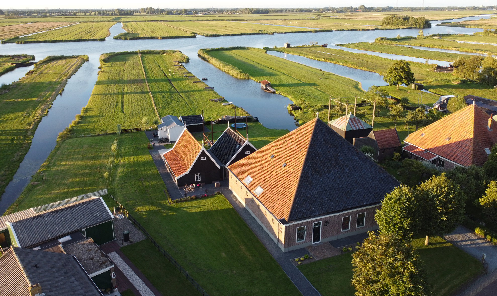 luchtfoto bed and breakfast Welcome in Jisp bij natuurgebied het Jisperveld